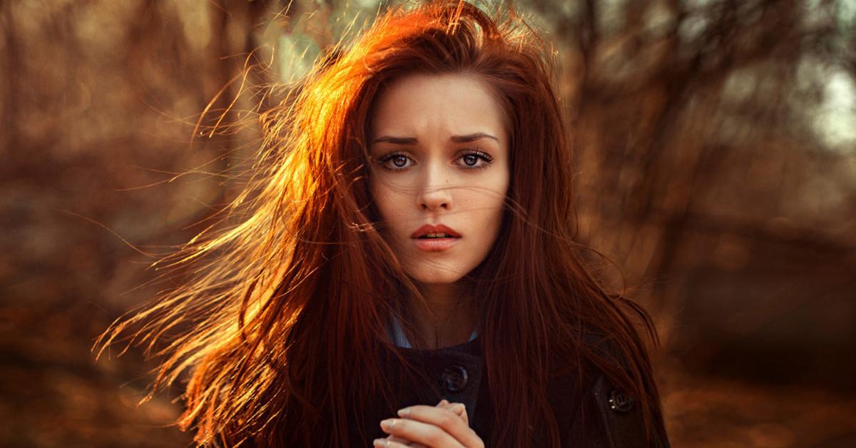 Картинки по запросу рыжая девушка с бутылкой